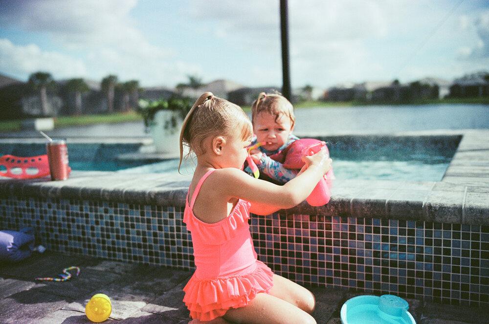 Leica-M6-Pool-Chloe-Ellie-22.jpg