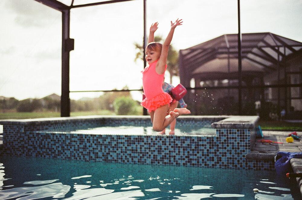Leica-M6-Pool-Chloe-Ellie-21.jpg
