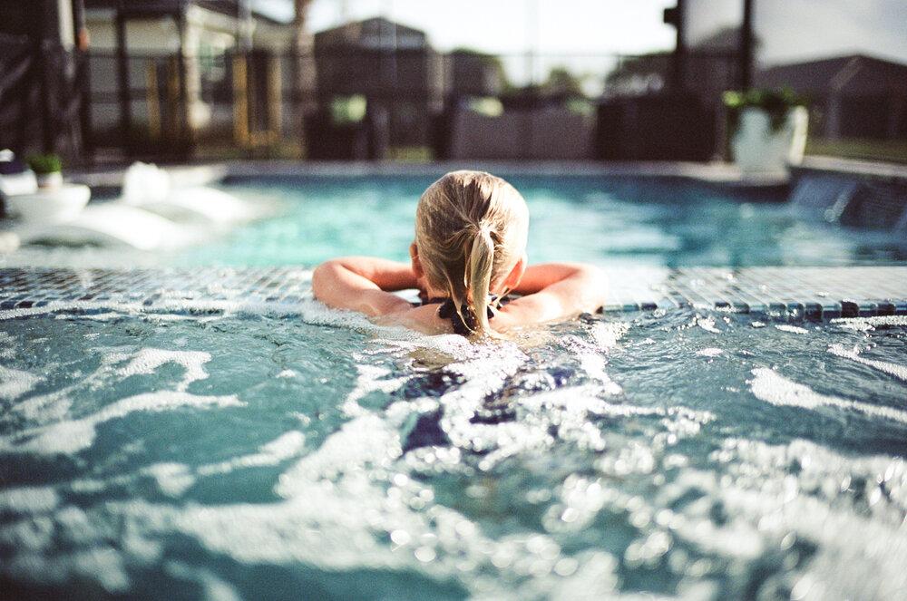 Leica-M6-Pool-Chloe-14.jpg