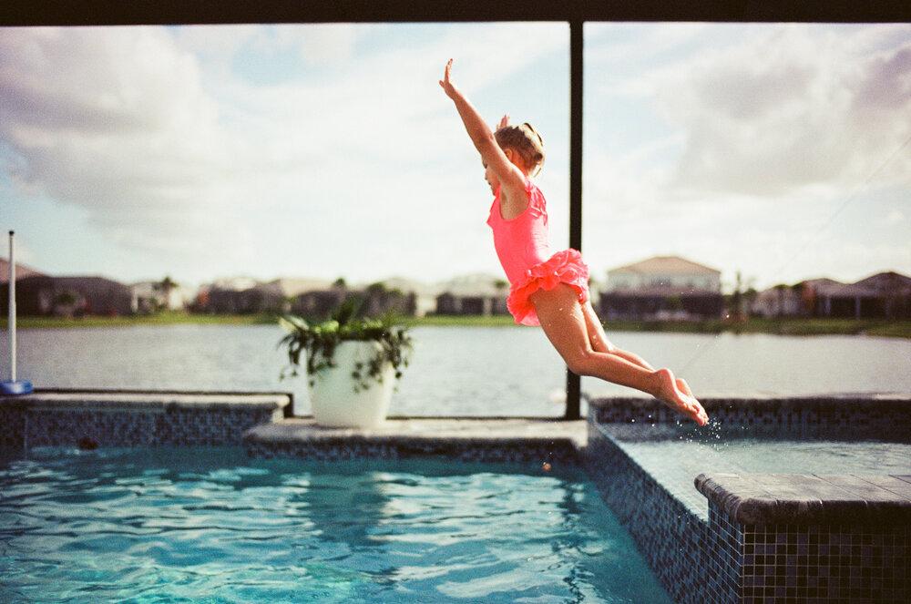Leica-M6-Pool-Chloe-Ellie-19.jpg