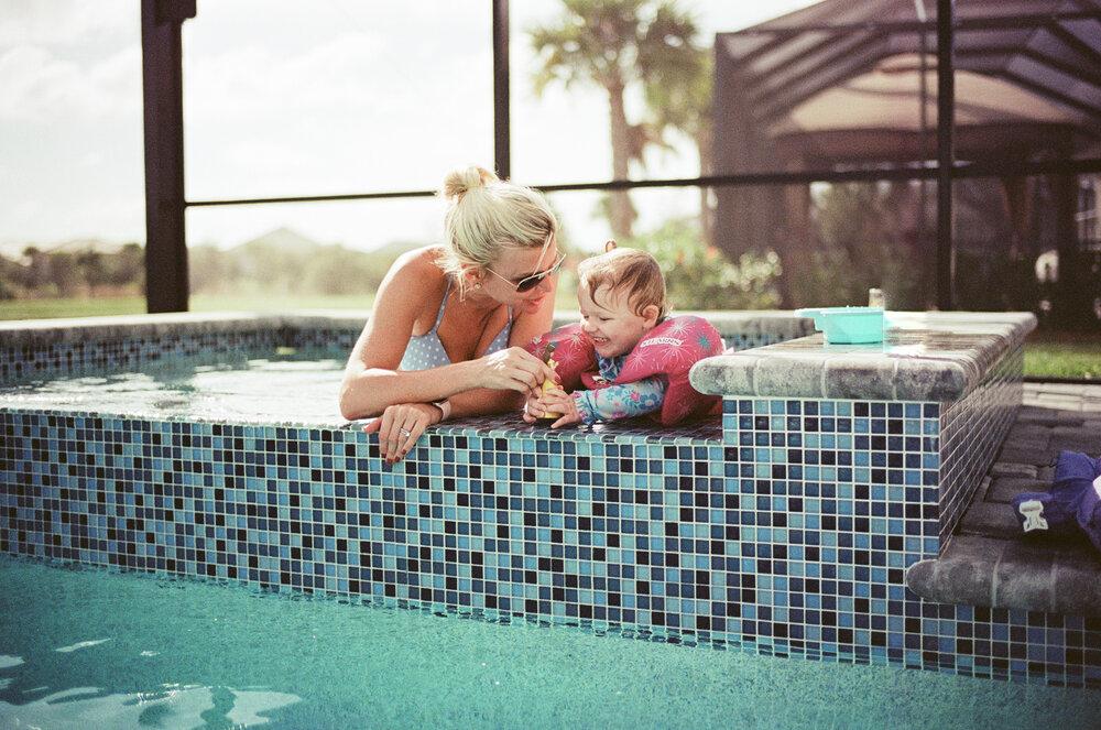 Leica-M6-Pool-Chloe-Ellie-24.jpg