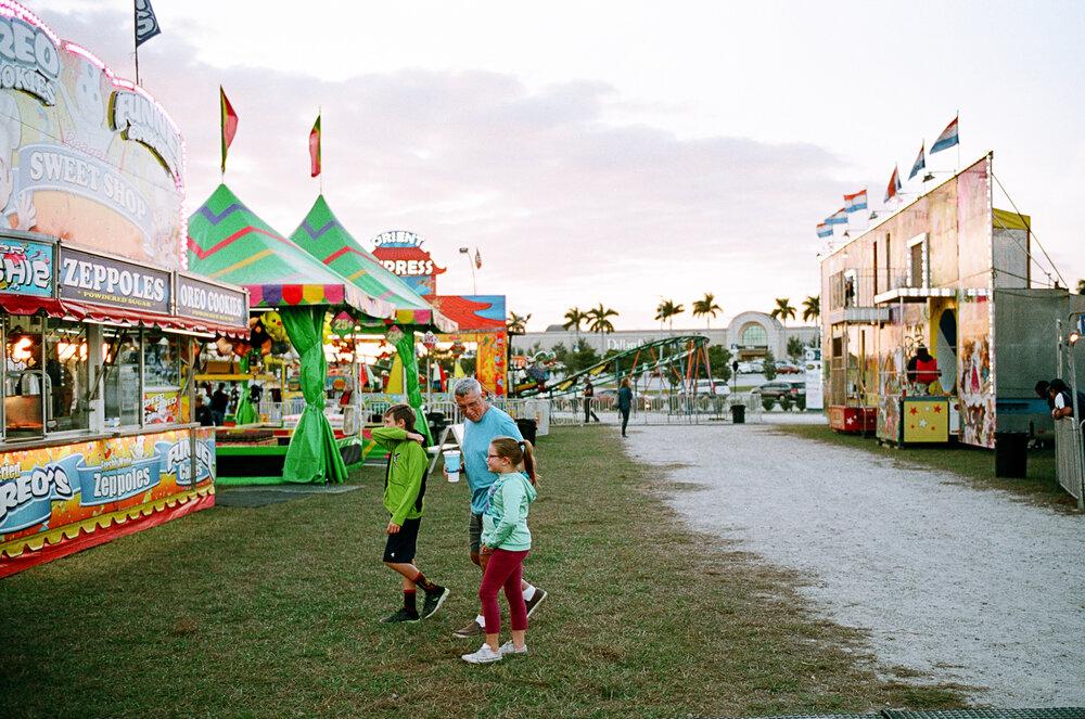 15-Sarasota-Carnival-Leica-M6-5.jpg