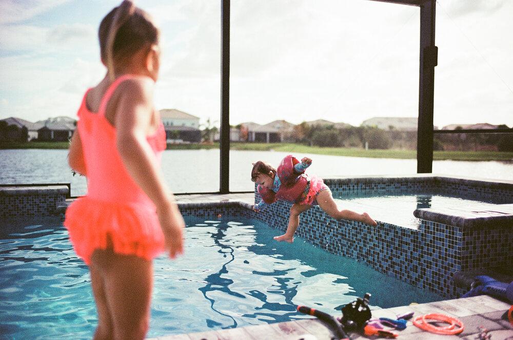 Leica-M6-Pool-Chloe-Ellie-17.jpg