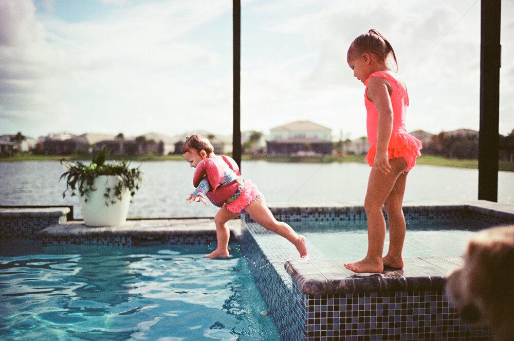 Leica-M6-Pool-Chloe-Ellie-18.jpg