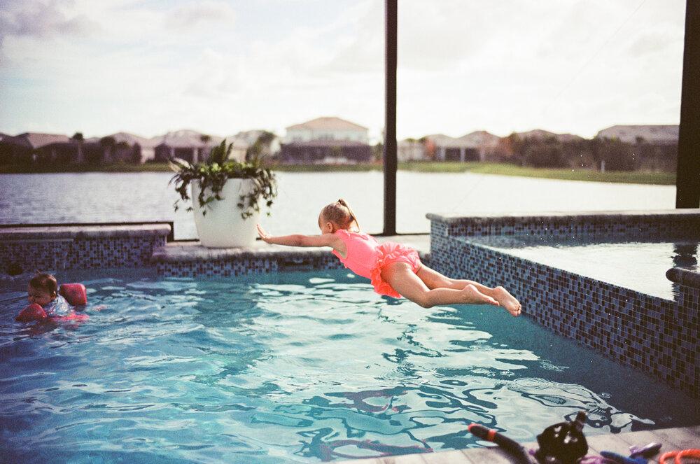 Leica-M6-Pool-Chloe-Ellie-16.jpg