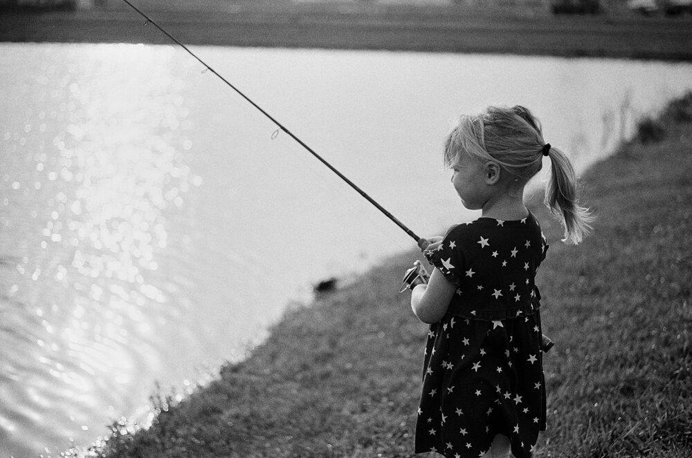 Nature-Walk-Kids-CoVid-B&W-Leica-M-A-33 1.jpg