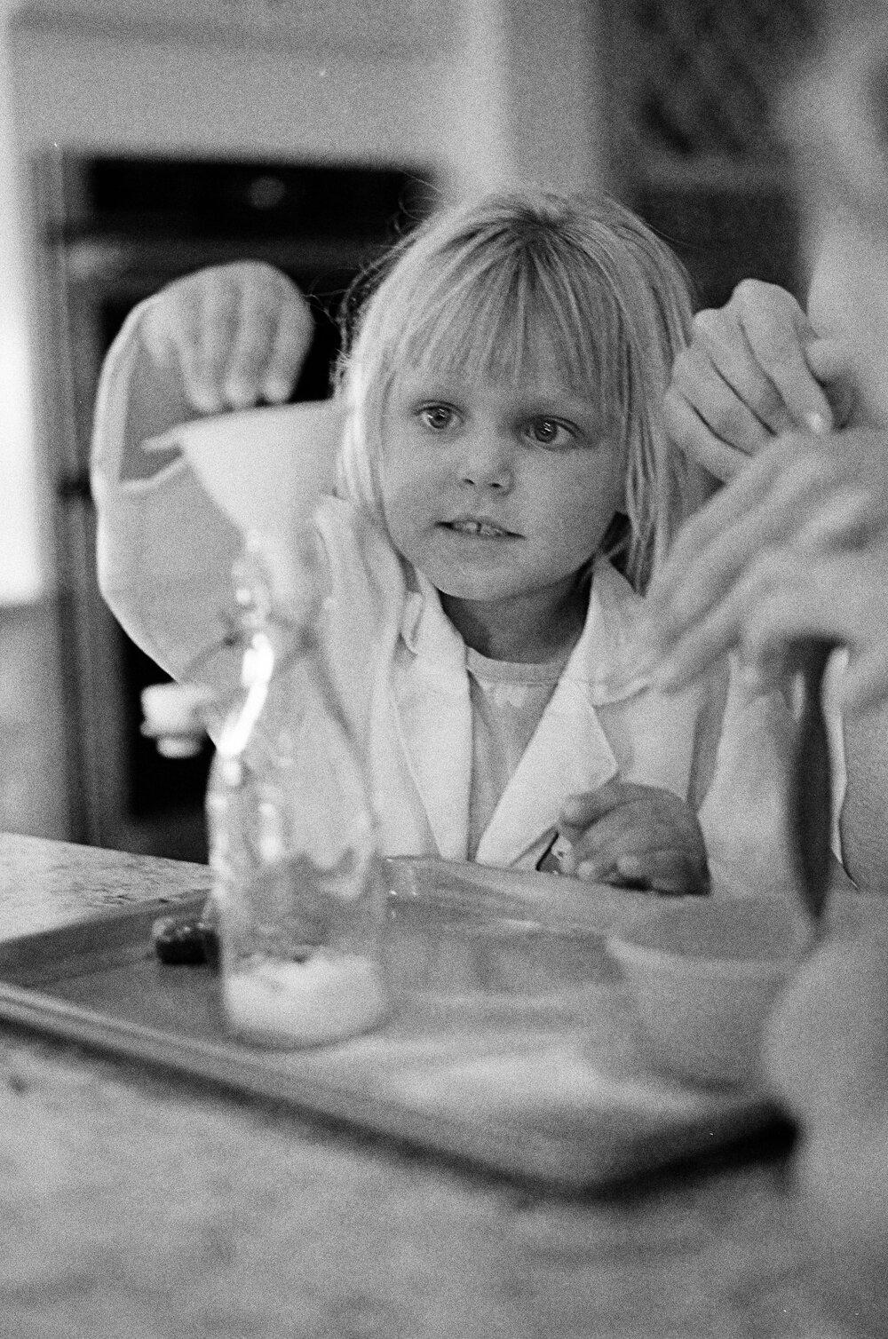 04-Leica-M-A-Kids-Chemistry-Ellie-Smiles-6.jpg