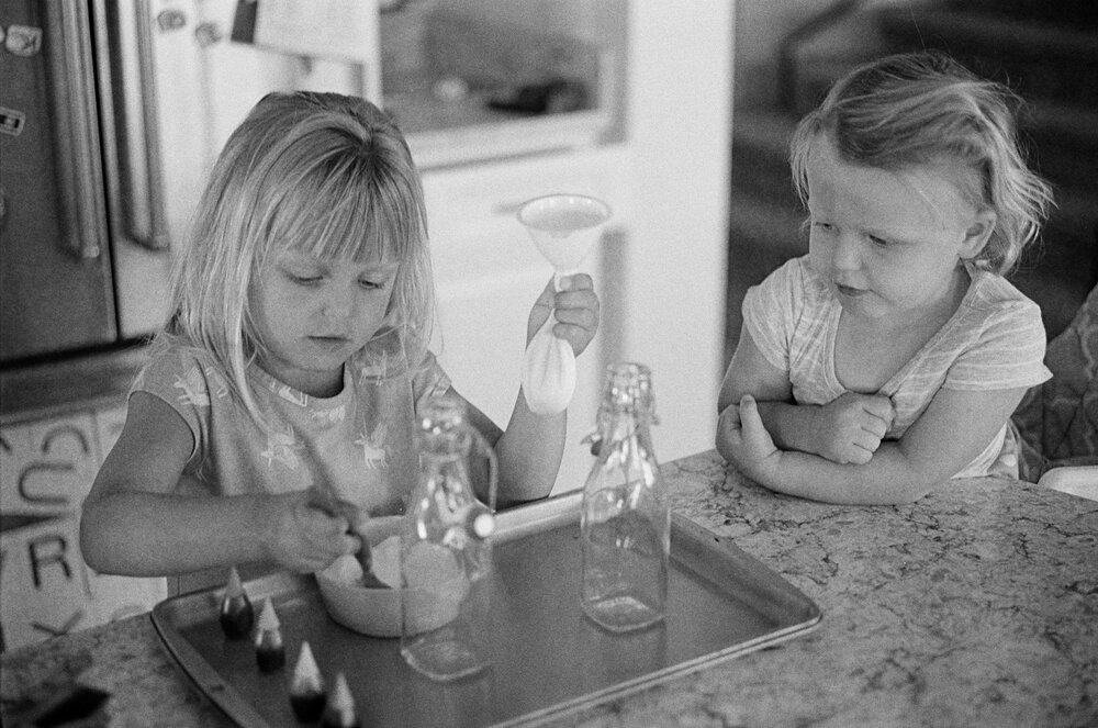 11-Leica-M-A-Kids-Chemistry-Ellie-Smiles-13.jpg