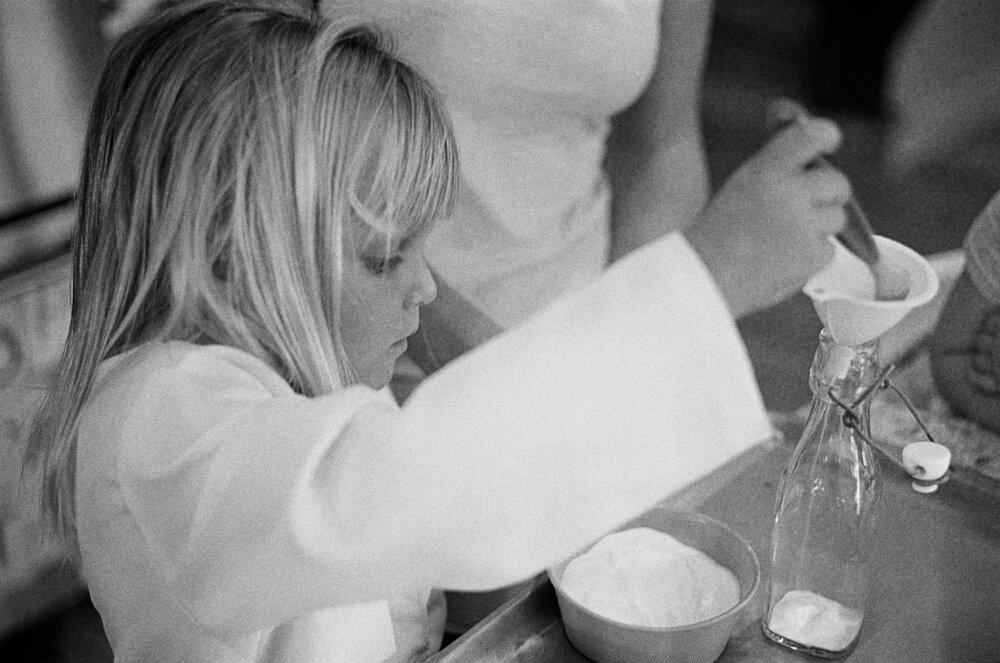 06-Leica-M-A-Kids-Chemistry-Ellie-Smiles-8.jpg