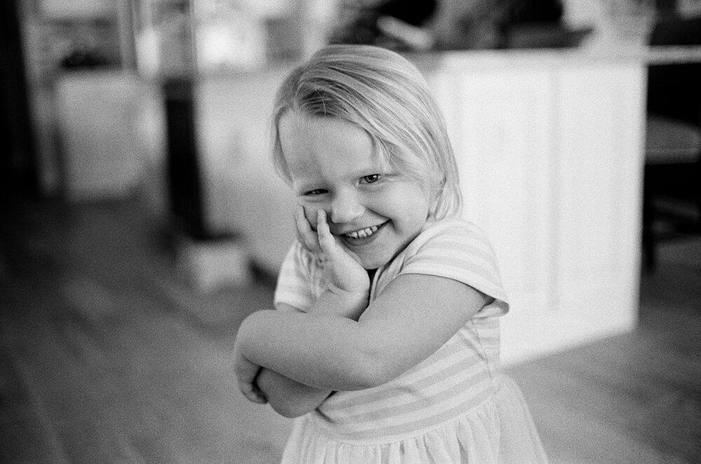 01-Leica-M-A-Kids-Fishing-Jones-Ellie-Smiles-Chloe-Hair-Toy-4.jpg